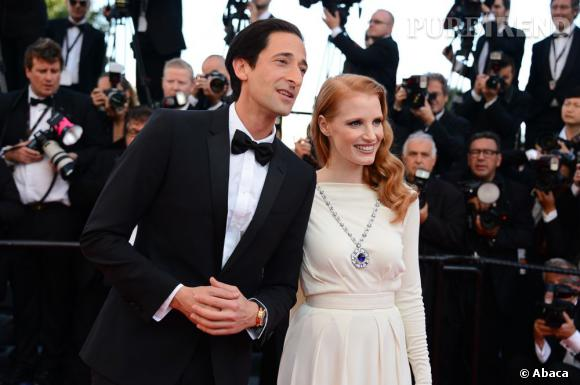 """Adrien Brody et Jessica Chastain montent les marches du Festival de Cannes pour la projection de """"Cléopâtre""""."""