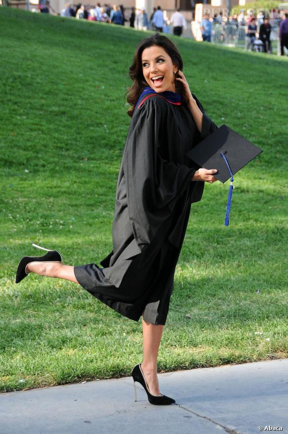 Eva Longoria une bien jolie diplômée en Californie.