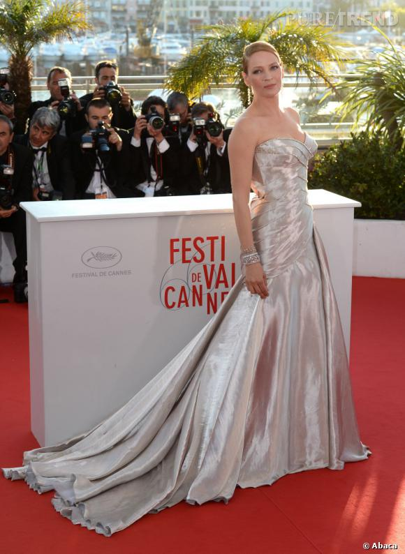 Uma Thurman prend la pose lors du photocall de la Palme d'or à Cannes.