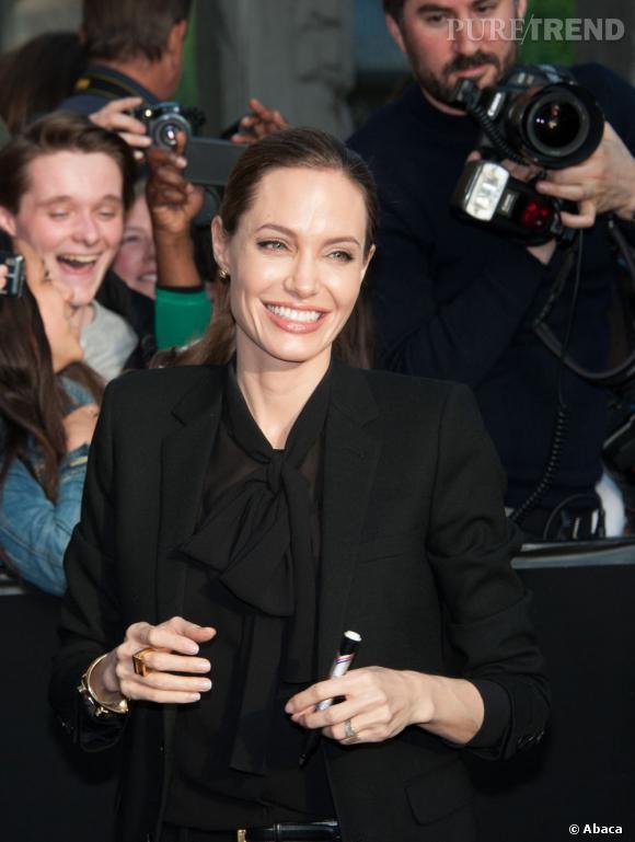 """Angelina Jolie à Paris pour la première de """"World War Z"""" : l'actrice fête ses 38 ans."""