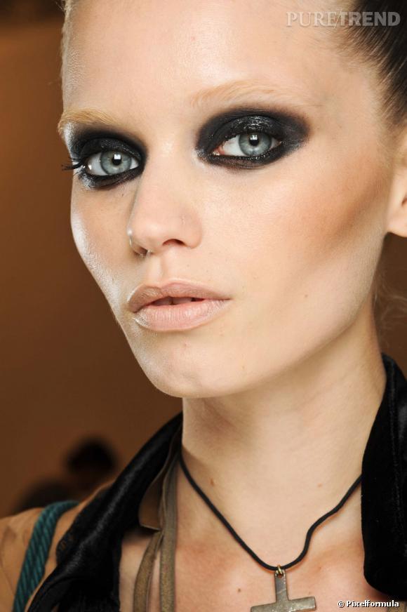 Gucci préparerait une ligne de maquillage pour l'année prochaine.