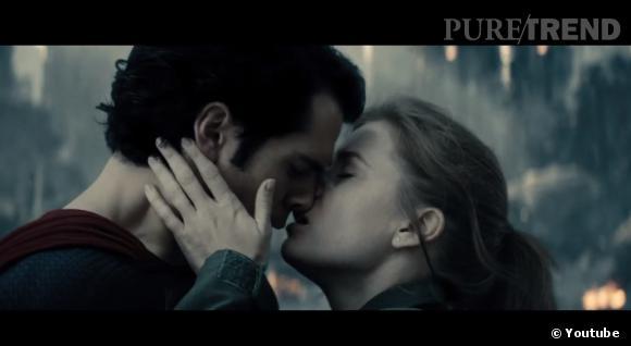 """""""Man of Steel"""" : le nouveau trailer dévoile un baiser très hot entre Clark Kent (Henry Cavill) et Loïs Lane (Amy Adams)."""