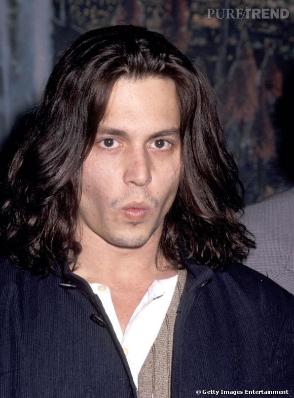 Johnny Depp avec les cheveux longs en 1993.