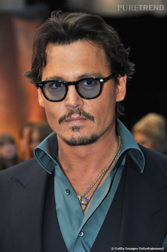 Johnny Depp cheveux courts et allure rock'n'roll en 2011.