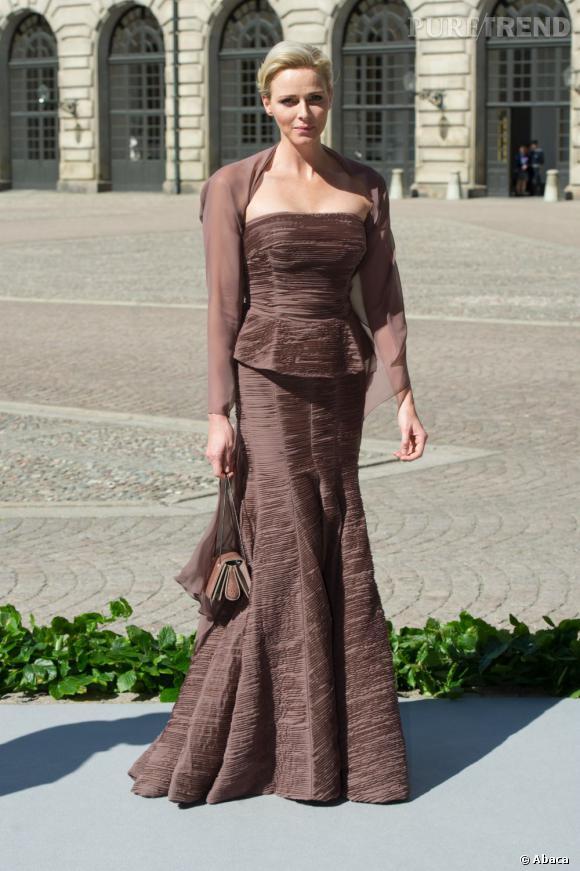 Charlene Wittstock mise sur une robe Akris au mariage de la princesse Madeleine de Suède.