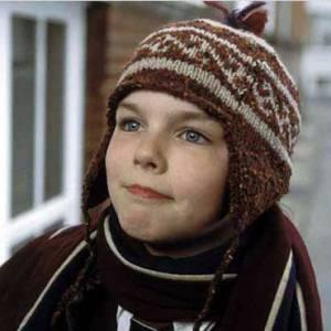 Nicholas Hoult, en 2002, petite bouille et yeux bleus pétillants. Et accessoirement, précurseur du bonnet péruvien !