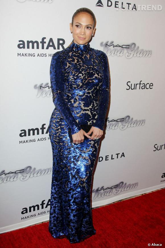 Jennifer Lopez opte pour la mauvaise robe par rapport à sa morphologie.