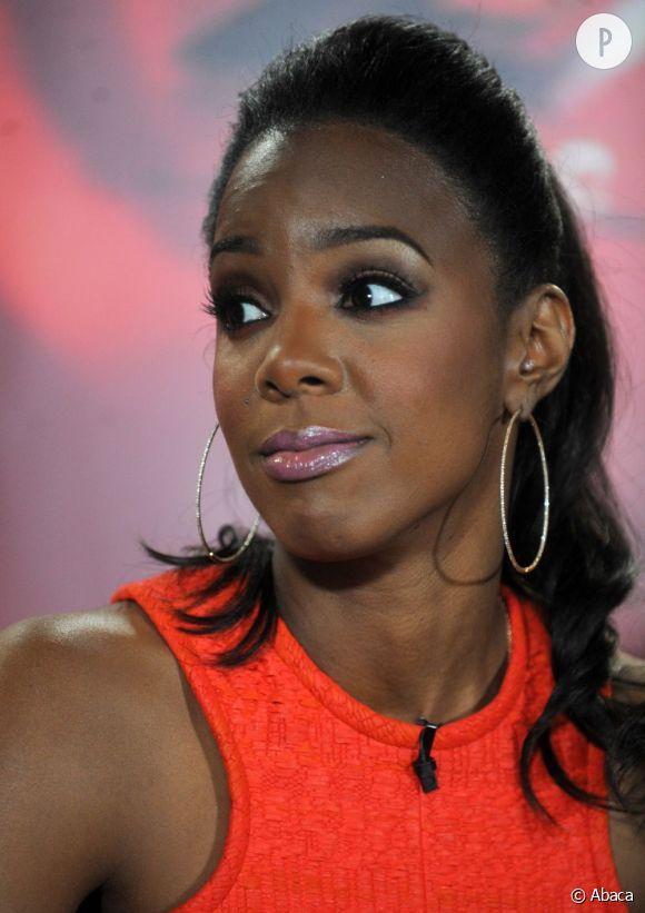 """Kelly Rowland, invitée sur le plateau de """"Watch What Happens Live"""", l'ex-Destiny's Child n'a pas hésité à critiquer Beyoncé."""