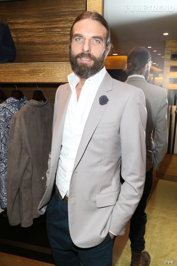 Loewe dévoile le nouveau design de sa boutique à Paris avec John Nollet