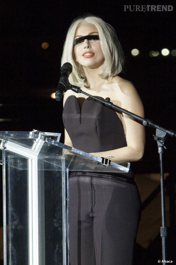 Lady Gaga ne quitte jamais ses perruques et désormais, on comprend pourquoi.