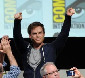 """Michael C. Hall fait son entrée au panel (une conférence) """"Dexter"""" sous les hourras de la salle, au Comic-Con 2013 à San Diego."""