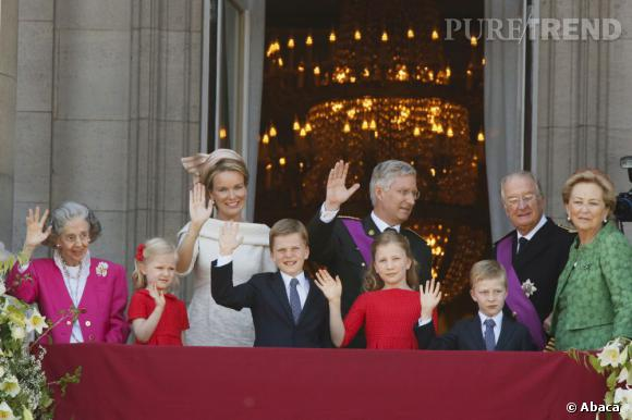 La famille royale Belge au balcon du Palais Royal.