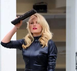 Trois mois plus tard, c'est le ventre ultra-plat que la blonde se prête à un shooting photo.