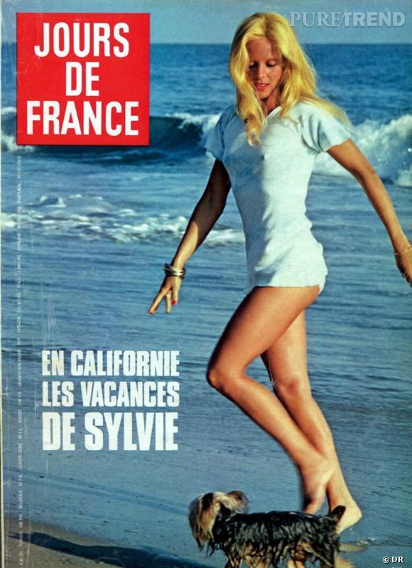 Jours de France avec en Une les photos de vacances de Sylvie Vartan.