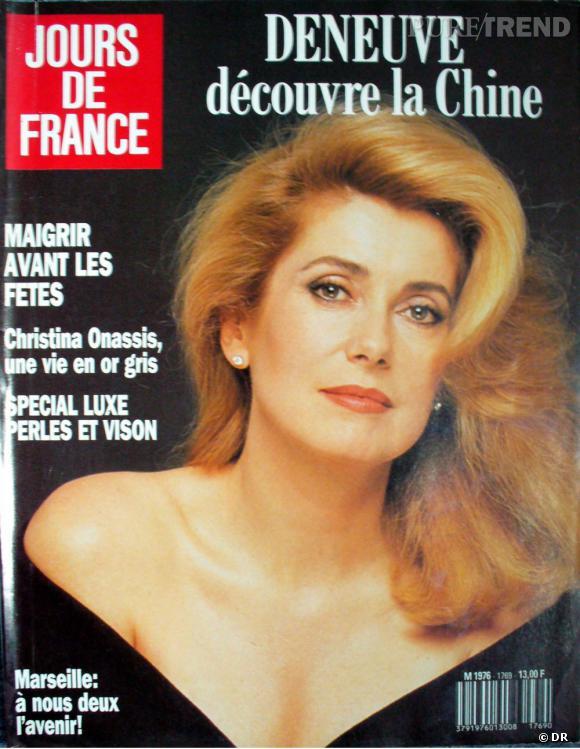 Jours de France  daté décembre 1988 avec en Une Catherine Deneuve.