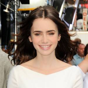 Lily Collins est rayonnante au Good Morning America Show.