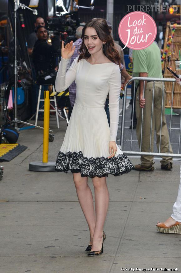Lily Collins en Valentino pour assister à l'émission Good Morning America le 7 août 2013.