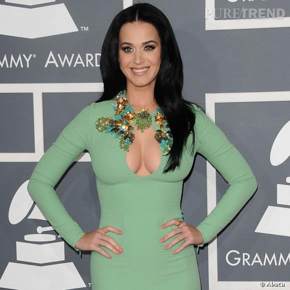 Katy Perry envoie du lourd avec une encolure stratégique...