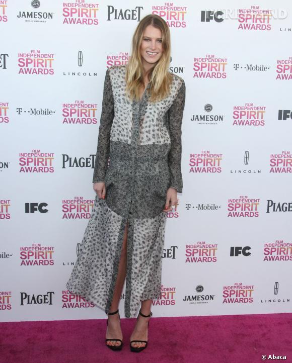 Drew Hemingway dans une robe de mousseline tachetée léopard lors du Film Independent's Spirit Awards 2013.