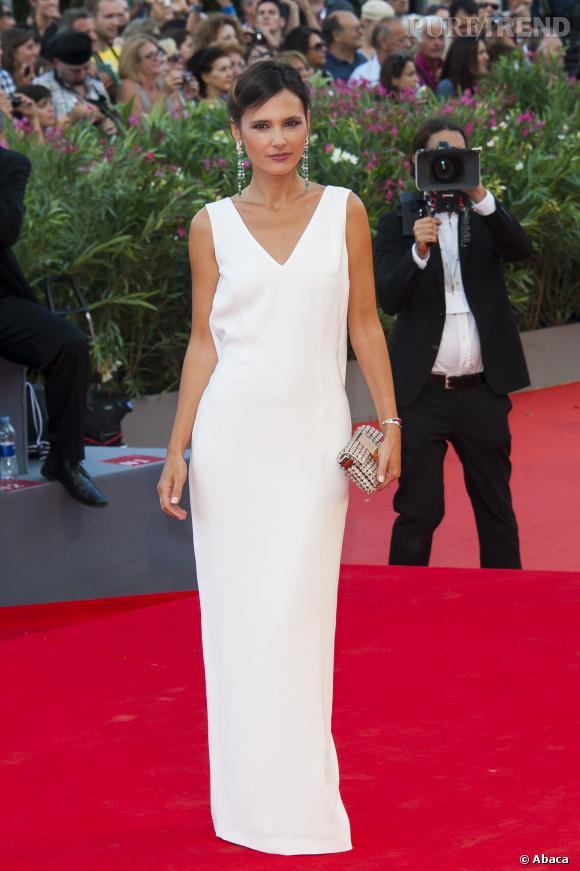 Virginie Ledoyen sublime dans une longue robe blanche lors de la cérémonie d'ouverture du 70e festival du film de Venise, le 28 aout 2013.