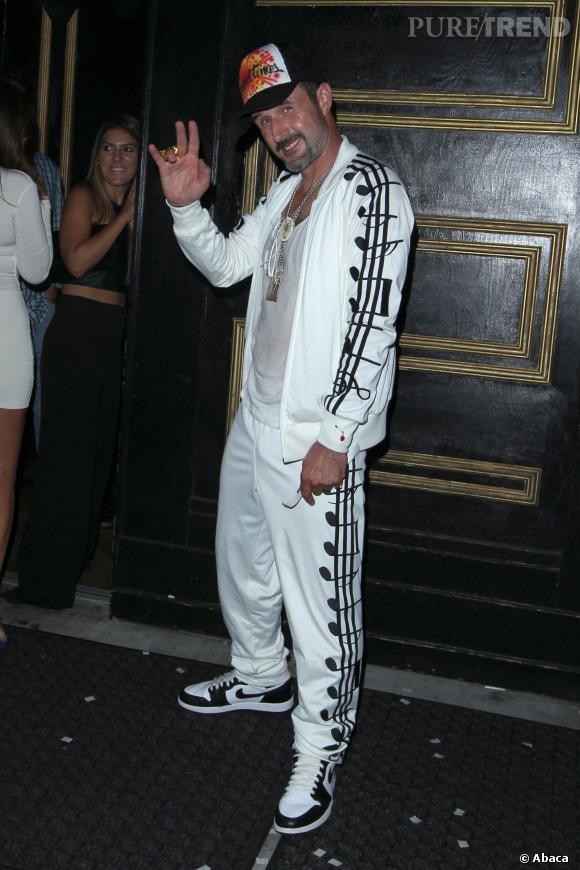 David Arquette pour son anniversaire joue les rappeurs bling.