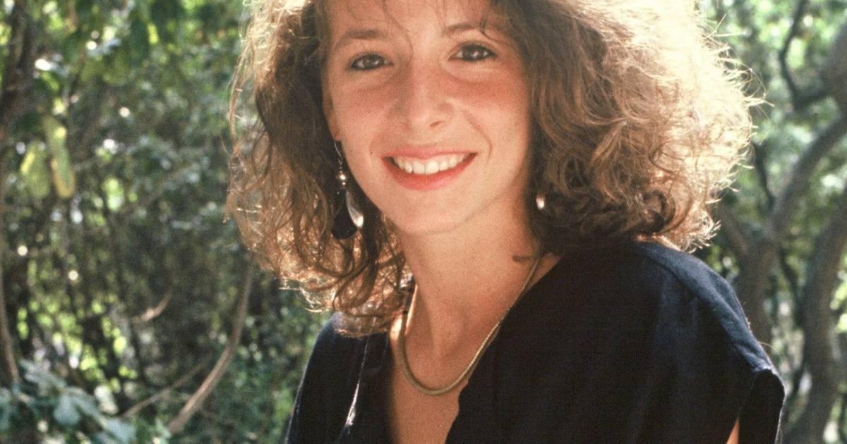 1985, Mylène Farmer est une jeune fille de 24 ans au look ...