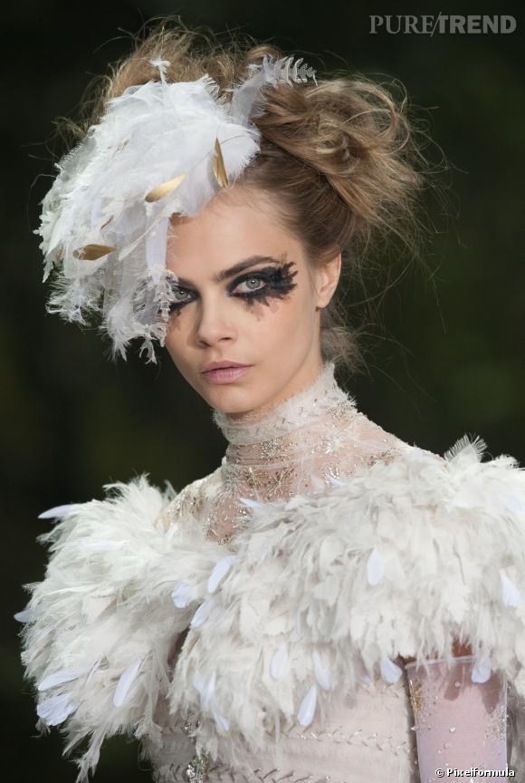 Cara Delevingne version Tim Burton  Défilé Chanel printemps-été 2013