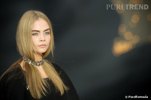 Cara Delevingne et la paupière paillettée  Défilé Chanel automne-hiver 2013/2014