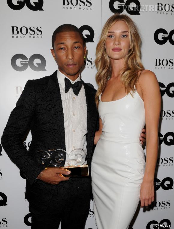 Pharrell Williams sait être très chic en smoking, comme ici avec Rosie Huntington-Whiteley à la dernière soirée des GQ Awards. Il y a remporté le titre de meilleur interpète de l'année.