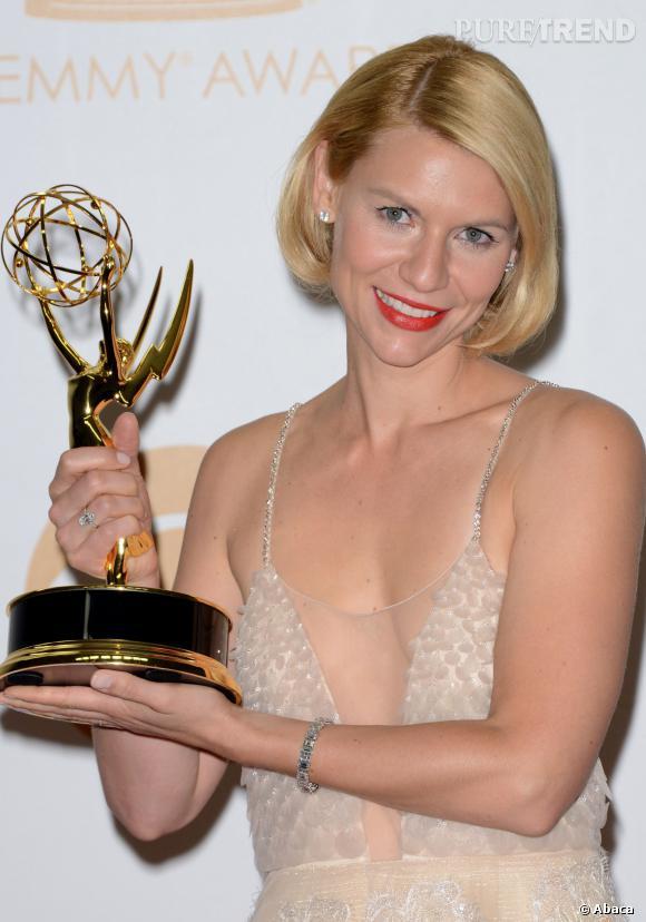 """Claire Danes et son trophée de meilleure actrice dans une série dramatique pour """"Homeland"""" aux Emmy Awards 2013."""