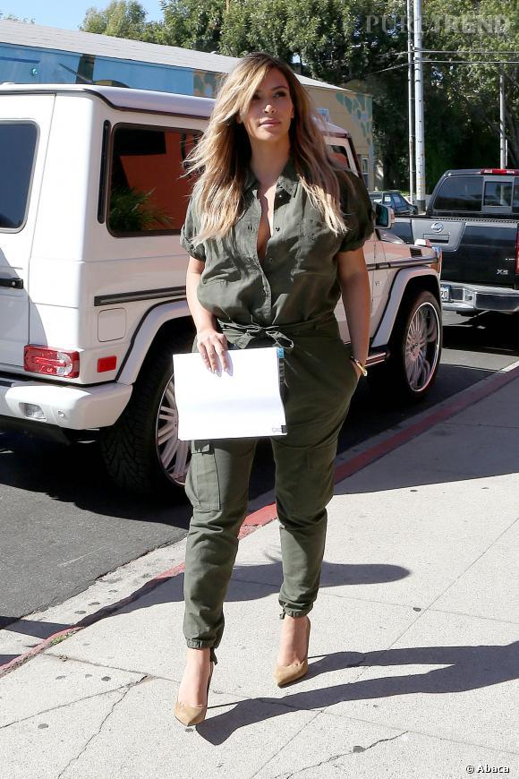 Kim Kardashian fait une pause déjeuner à Los Angeles.