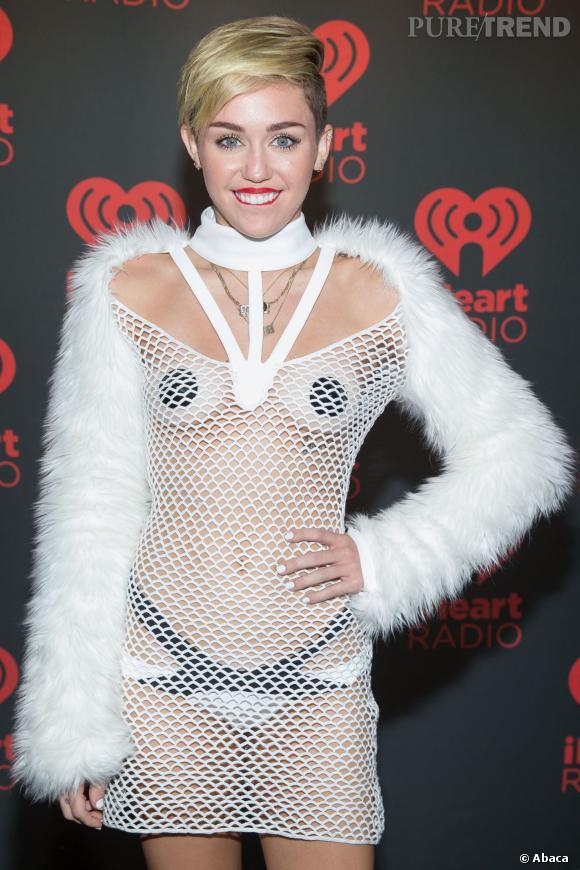 Miley cyrus seins seins