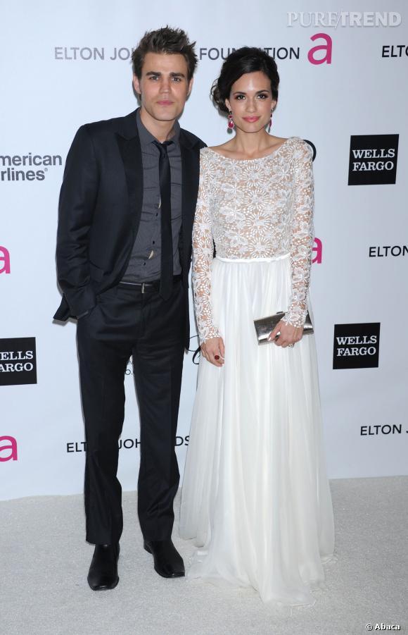 """Paul Wesley avait-il commencé à flirter avec Phoebe Tonkin pendant le tournage de """"Vampire Diaries"""" ? On suppose que Torrey DeVitto se pose aussi la question."""