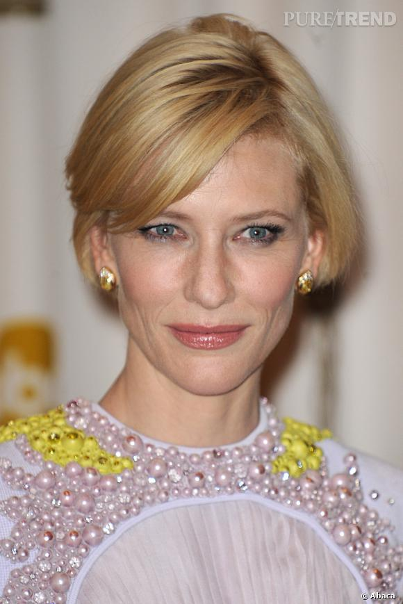 Cate Blanchett a  toujours aimé le maquillage et encore maintenant, elle adore se faire chouchouter... Mais avec des couleurs plus sobres que dans sa jeunesse.