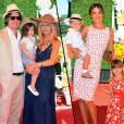À gauche, la famille Zoe. À droite, la famille Ambrosio ! Un match familial chic pour le match de polo Veuve Cliquot !