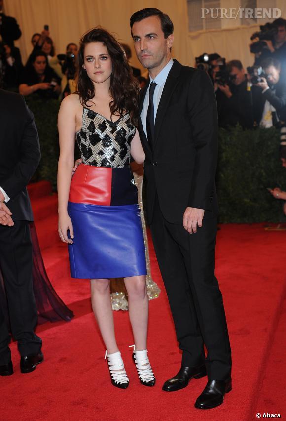 """Kristen Stewart et Nicolas Ghesquière au """"Schiaparelli And Prada: Impossible Conversations"""" Costume Institute Gala au Metropolitan Museum de 2012."""