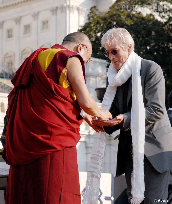 Richard Gere s'est converti au bouddhisme il y a de nombreuses années.