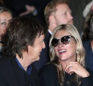 Proche de Paul McCartney, Kate Moss va avec lui aux défilés.