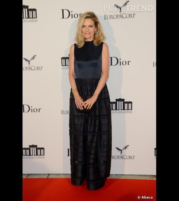 """Le top """"look de red carpet"""" :  Michelle Pfeiffer version ultra-chic en Dior."""