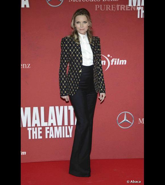 """Le top """"tailleur"""" :  Michelle Pfeiffer en 2013 est une cinquantenaire sexy."""