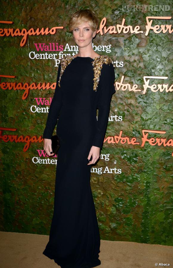 "Charlize Theron, magnifique dans sa robe Alexander McQueen, à la soirée ""The Performing Arts Inaugural""."