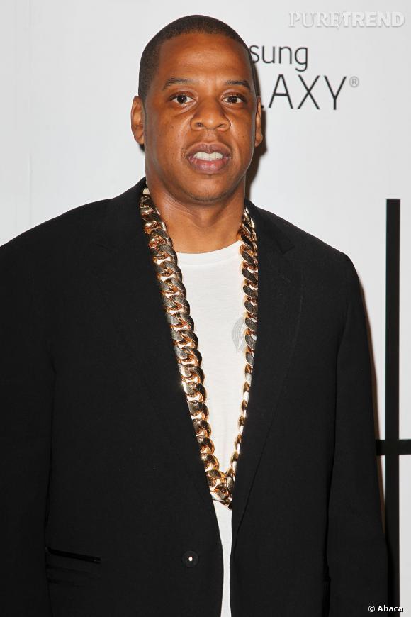 Jay Z et le luxe, une grande histoire. Il ne répond plus de rien face à un gros collier en or.
