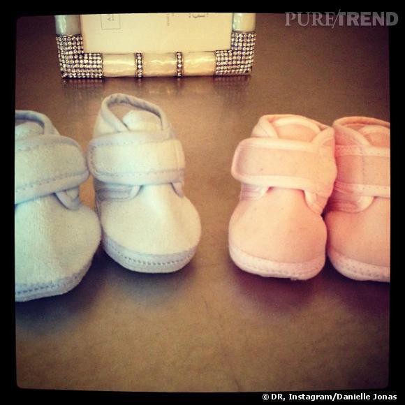 C'est avec deux paires de chaussons que Danielle et Kevin Jonas annonçaient attendre un premier enfant en juillet dernier.