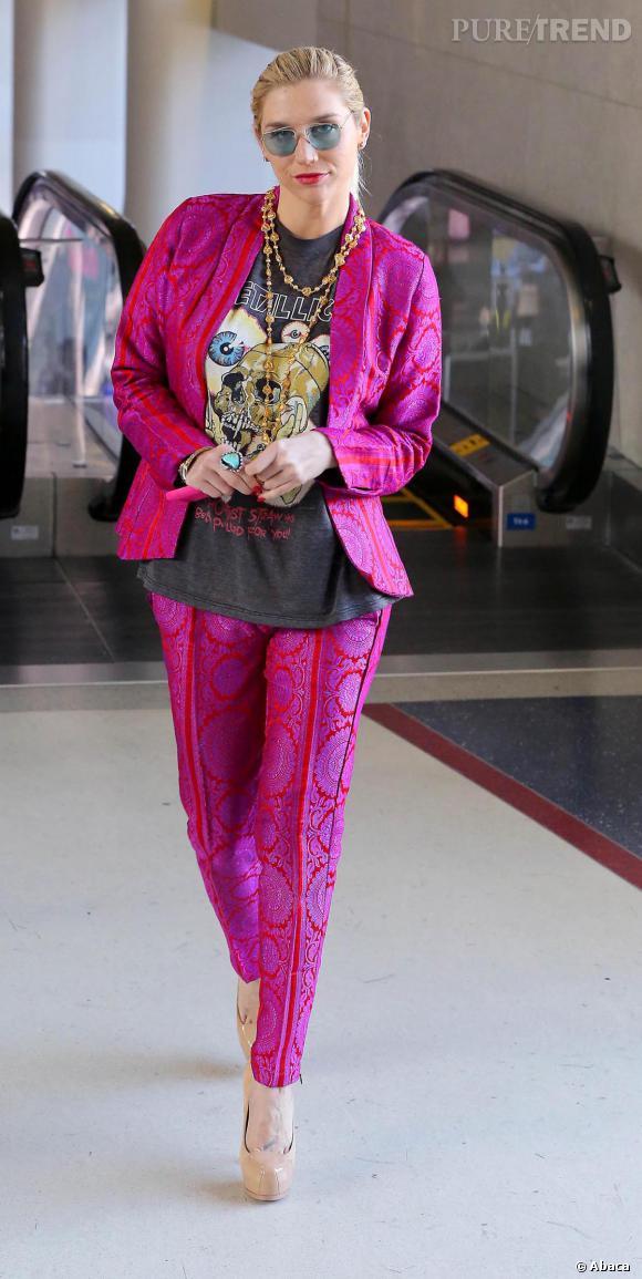 Kesha en costume à Los Angeles.
