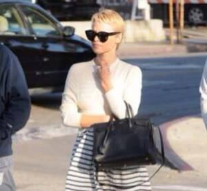 Pamela Anderson metamorphosee : cheveux tres courts et tenue chic, ca change !