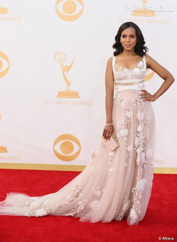 Lors de son apparition aux Emmy Awards, le 22 septembre, Kerry Washington avait lancé quelques rumeurs... Et oui, sa robe taille empire semblait vouloir dissimuler un baby bump !