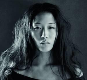 Yiqing Yin crée une petite robe noire pour Monoprix