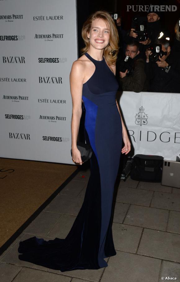 Natalia Vodianova à la soirée Harper's Bazaar Women of the Year Awards 2013 à Londres le 5 novembre, jour de l'annonce de sa grossesse.
