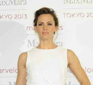 Jennifer Garner transformée en bombe dans une robe virginale
