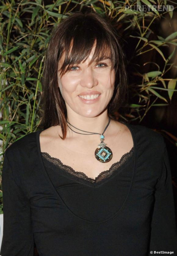 2006, Mathilde Seigner adopte une coloration bien plus foncée.